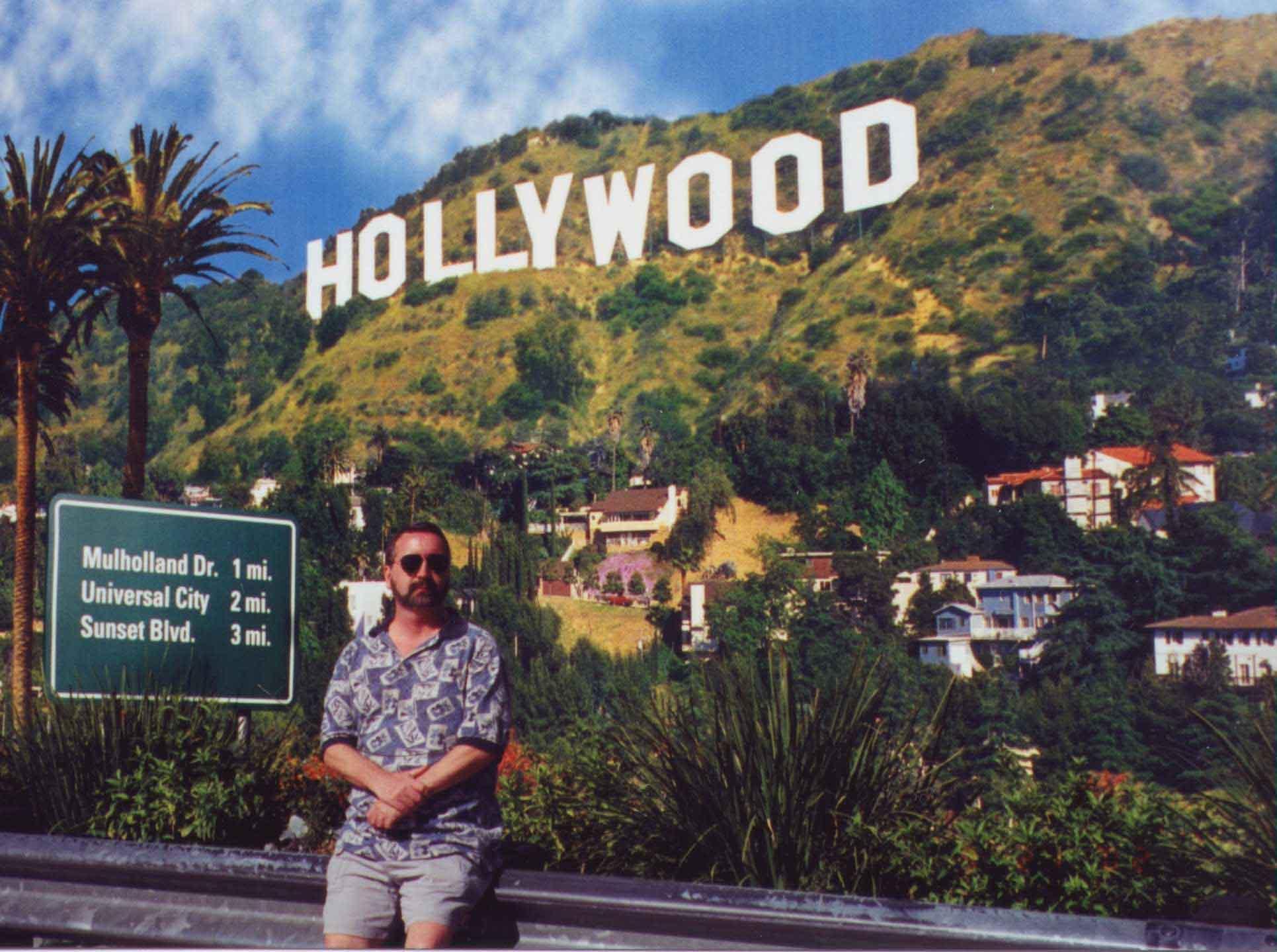hollywood09-2002-lo.jpg